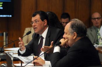 Senador do Amazonas defende mais rigor com concessionárias de água e esgoto.