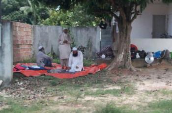 Grupo de muçulmanos chama atenção