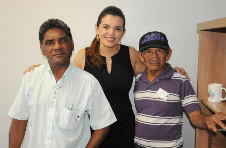 Alessandra Campêlo cobra pagamento de aluguel social no Prosamim da Cachoeira Grande